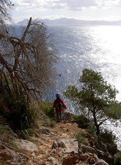 3 Victoria Abstieg zum Höhleneingang.JPG