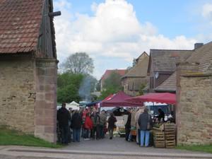Bauernmarkt im Gutshof.JPG