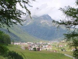 Blick vom Panoramaweg nach Galtür.JPG