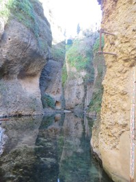 Ronda - unter der Brücke 1.JPG