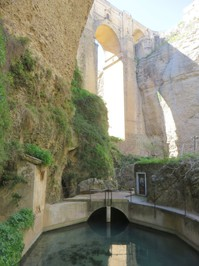 Ronda - unter der Brücke 2.JPG