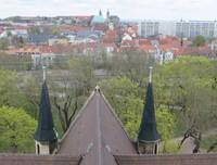 Blick zu Dom und Severikirche.JPG