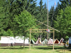 10 Zeltlager im Wald.JPG