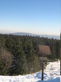 Blick vom Schneekopf zum Kickelhahn.JPG