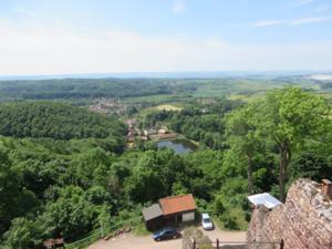 Blick von der Burgruine Hohnstein nach Neustadt.JPG