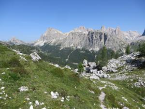 Blick von den Cinque Torri zum Lagazuoi.JPG