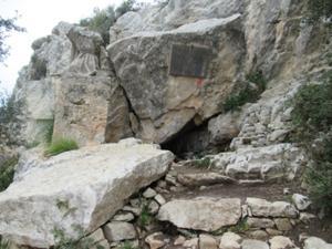 Höhle des Eremiten Ramon Llull.JPG
