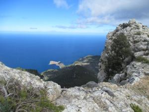 Halbinsel Foradada - Felsen mit Loch.JPG
