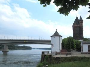 Nibelungenturm an der Rheinbrücke Worms.JPG