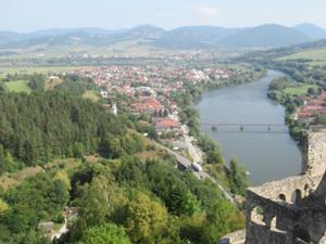Blick von der Burg Strecno auf die Vah 1.JPG