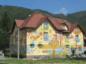 Buntes Haus in Rajec Teplice 1.JPG