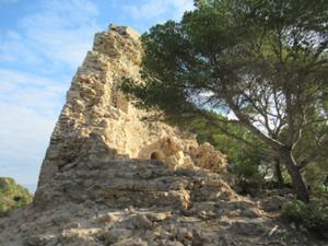 Verfallener Torre an der Steilküste am Leuchtturm.JPG